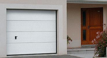 Porte de garage à Lyon, pose en rénovation sans dégradation