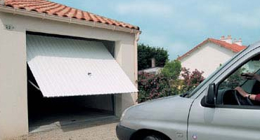 Portes de garage, rénovation de menuiseries à Lyon